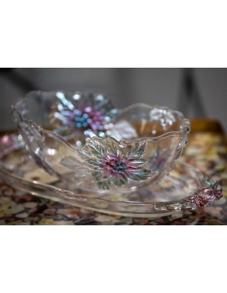 Centro de cristal modernista con flores talladas