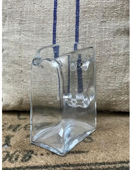 Jarra de agua de cristal.