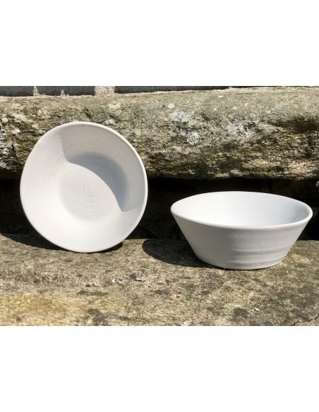Cuencos de gres porcelánico blanco mate