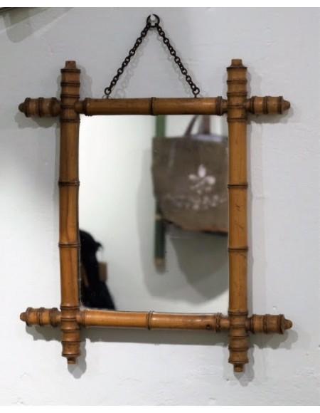 Espejo con marco de bambú