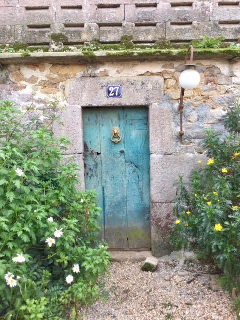 Puertas antiguas ideas decorativas for Remaches de hierro